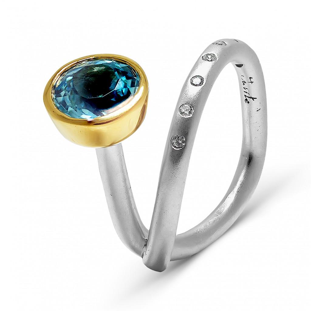 Кольцо с топазом и цирконием